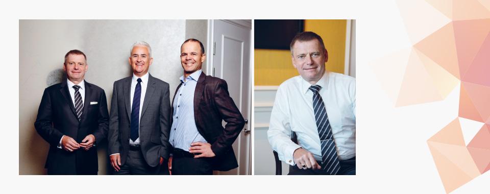 Krueger og Hoare med administrerende direktør Pierre Bastviken i Atkins Norge.